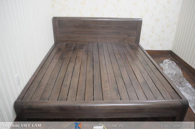 Giường ngủ bằng gỗ óc chó VL.GN1820.01